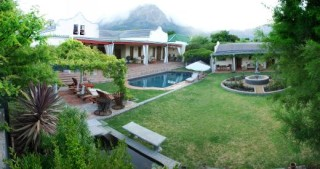 Realou Winelands Guesthouse
